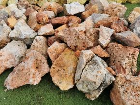 Tufa červená - kusový kameň pr. 10-40 cm