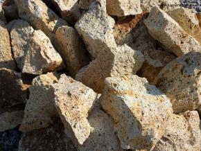 Tufa žltá - kusový kameň pr. 10-40 cm