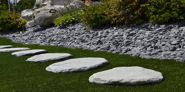 Pokládka nášlapů, chodníčků a cestiček na sucho z přírodního kamene