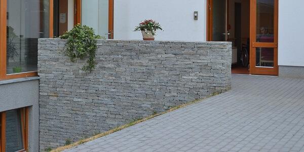 Výběr a realizace zídky a opěrné zdi z kamene