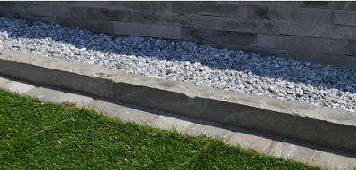 Obrubníky z přírodního kamene