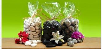 Vzorky balíčky okrasných kamenů valounky a oblázky