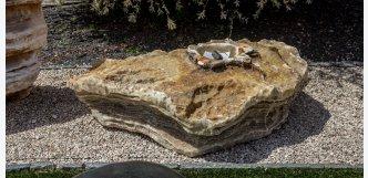 nízká fontána kámen
