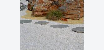 bílá kamenná drť