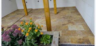 venkovní dlažba z kamene travertin