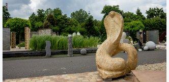 kobra z přírodního kamene