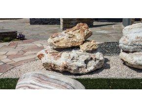 Kamenná fontána Onyx 1