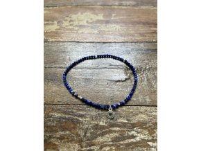 Náramek z kamene lapis lazuli se stříbrným přívěskem Ag925