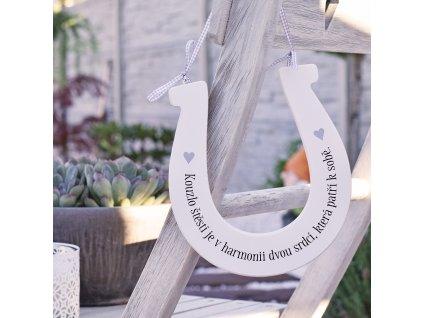 Dřevěná podkova s citátem