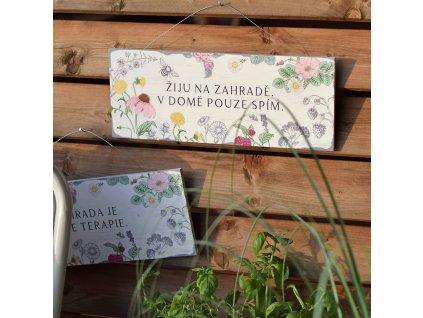 Zahradní cedule s citátem - Žiju na zahradě