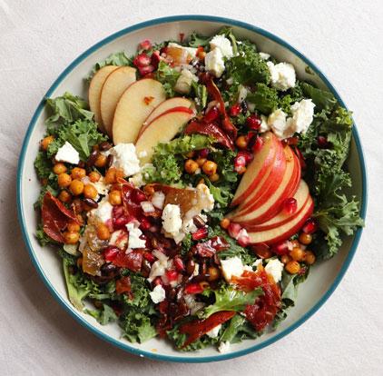 Podzimní křupavý kadeřávkový salát