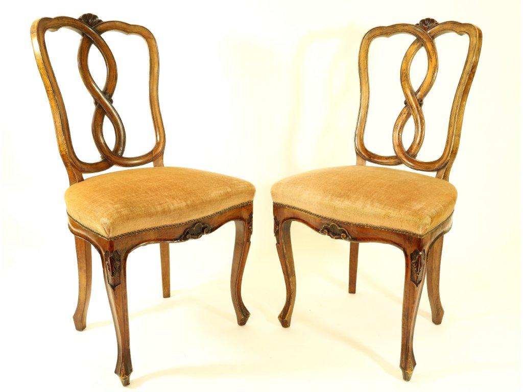 Dvě starožitné židle