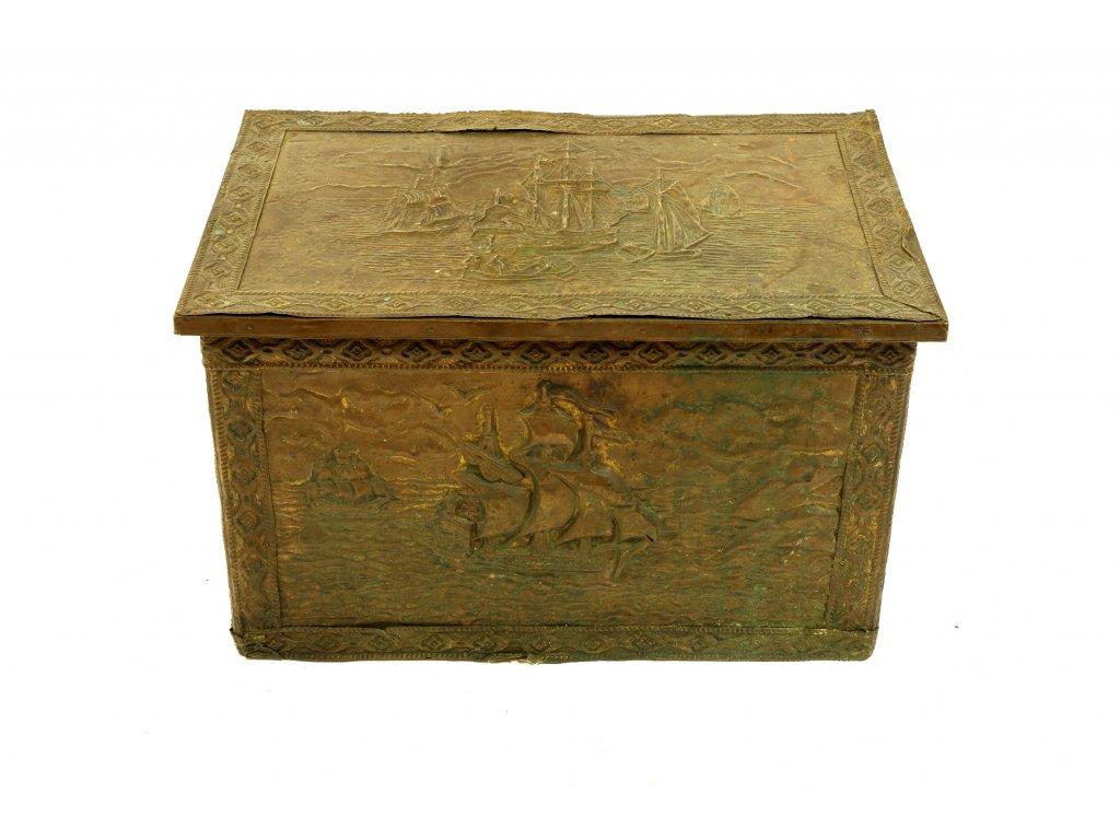 Starožitná truhla 19.stoleti