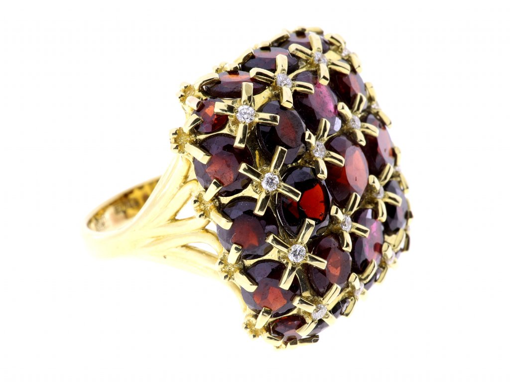 Zlatý prsten s granáty a malými diamanty