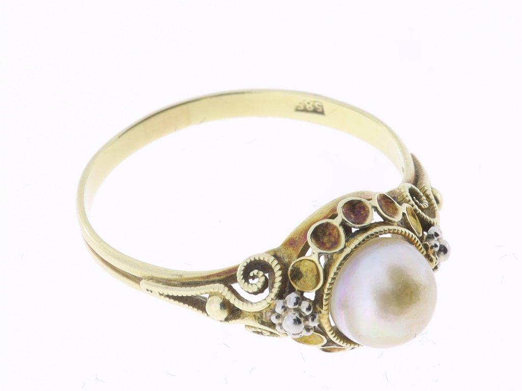 Zlaty prsten s perlou