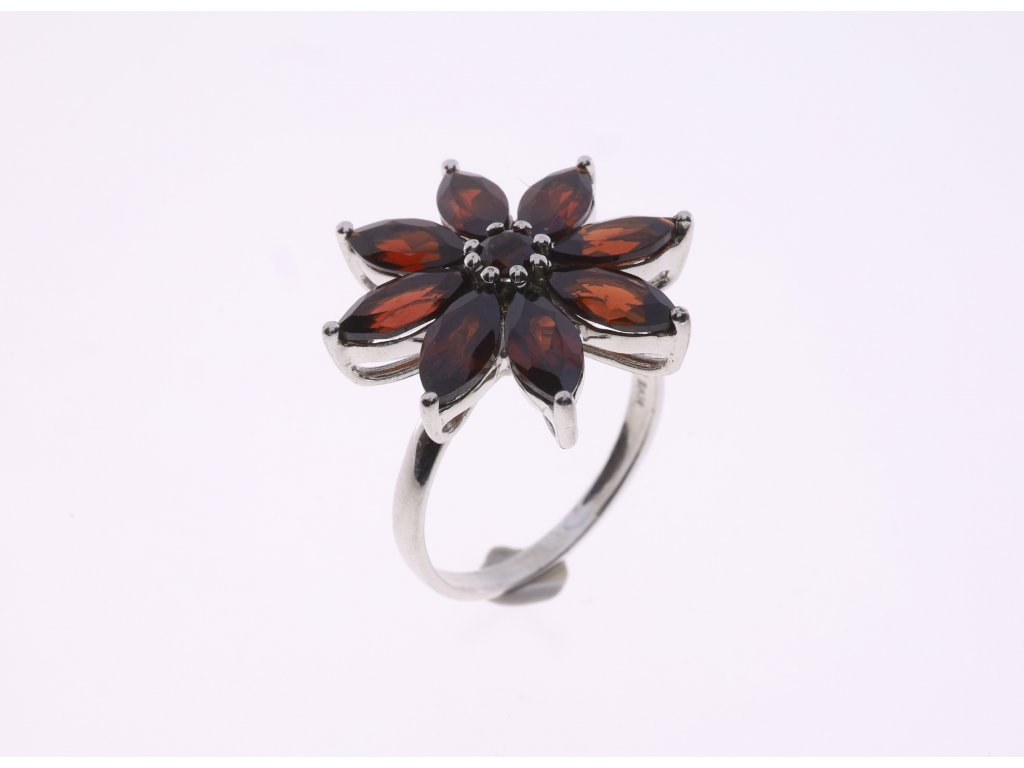 Prsten motiv květu