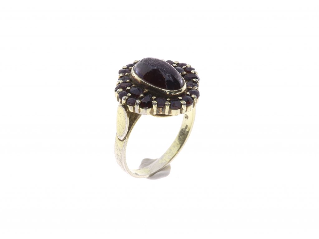 Prsten centrální kámen, česky granat
