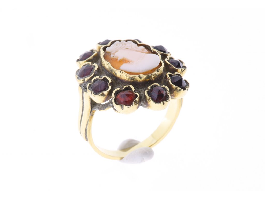 Zlaty Prsten kamej