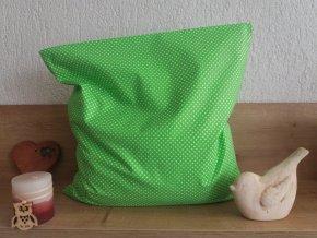 Pohankový polštářek puntík na zelené  -