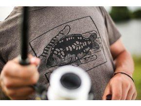 Korda tričko Carp In Hand T-Shirt