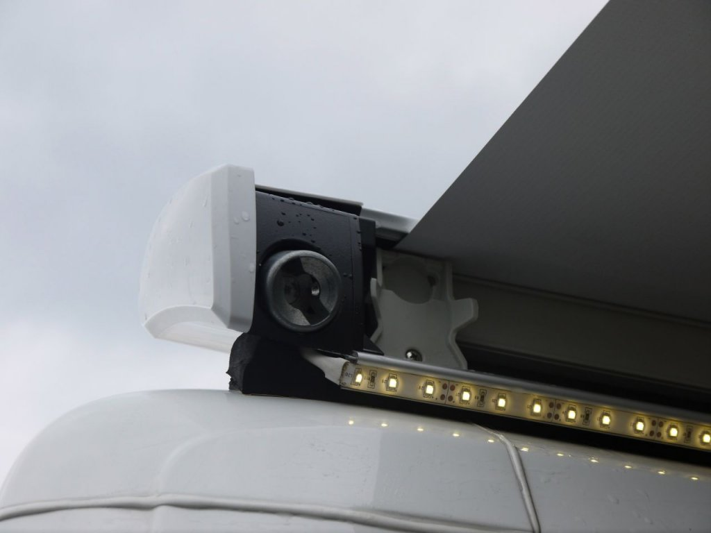 Upevnění LED pásky Thule Omnistor