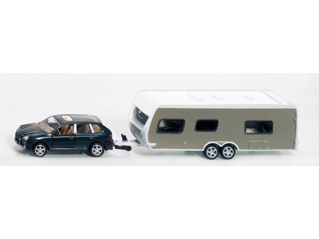 Osobní automobil s karavanem