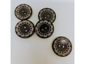 Knoflík dřevěný 2-dírky vel. 30mm tm. hnědý rytá kytka