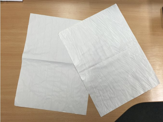 Balící papír s folií 35x50 cm (cena je za 12,5kg)