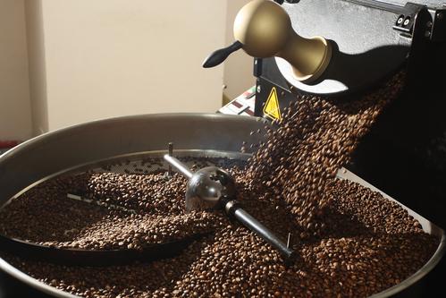 Jak pražení ovlivňuje chuť kávy