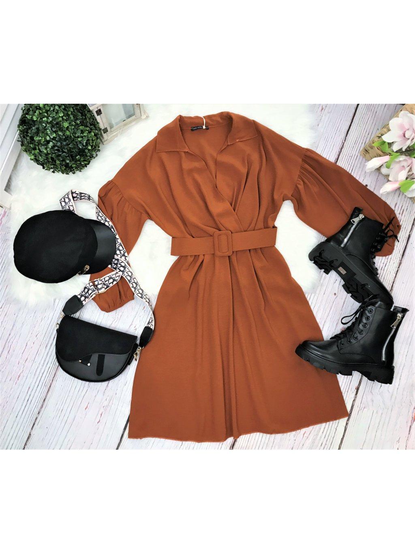 hnedé šaty s opaskom