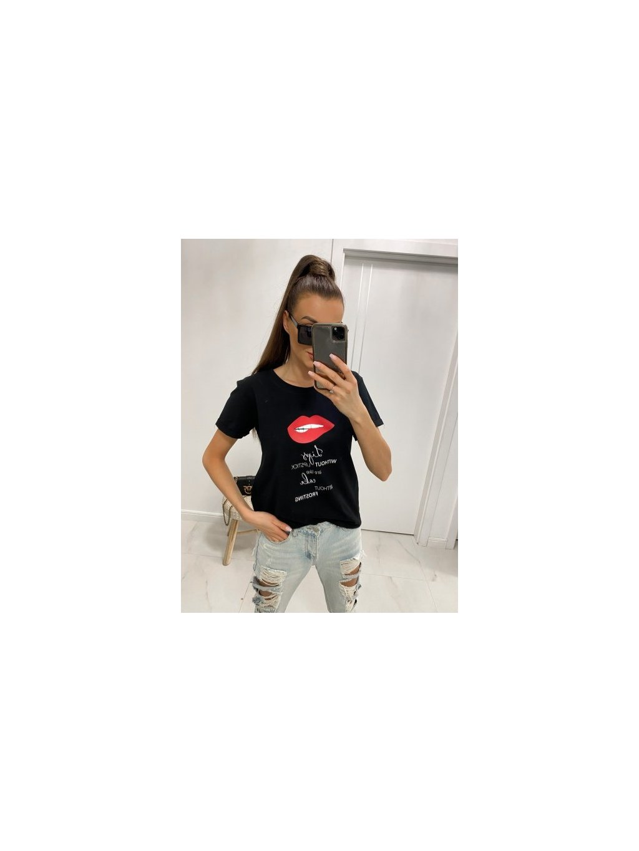 čierne tričko s nápisom lips without lipstick
