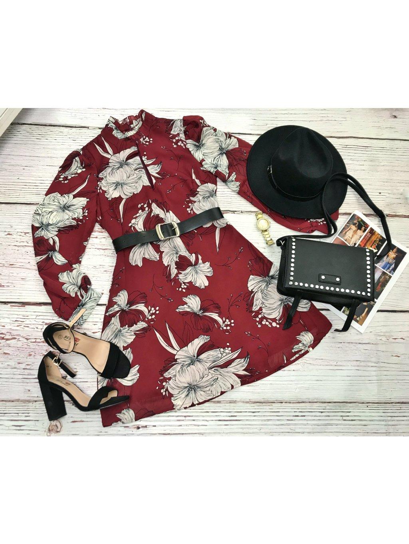 bordové šaty s kvetinovým vzorom