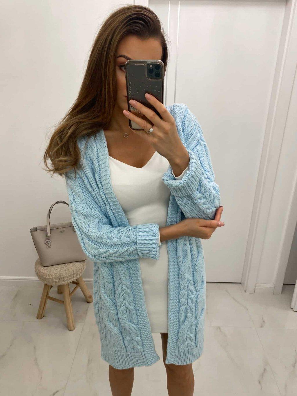 modrý sveter