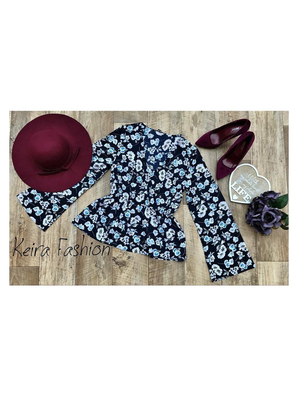 31d2b771516d Tmavomodrá kvetovaná blúzka - Keira Fashion