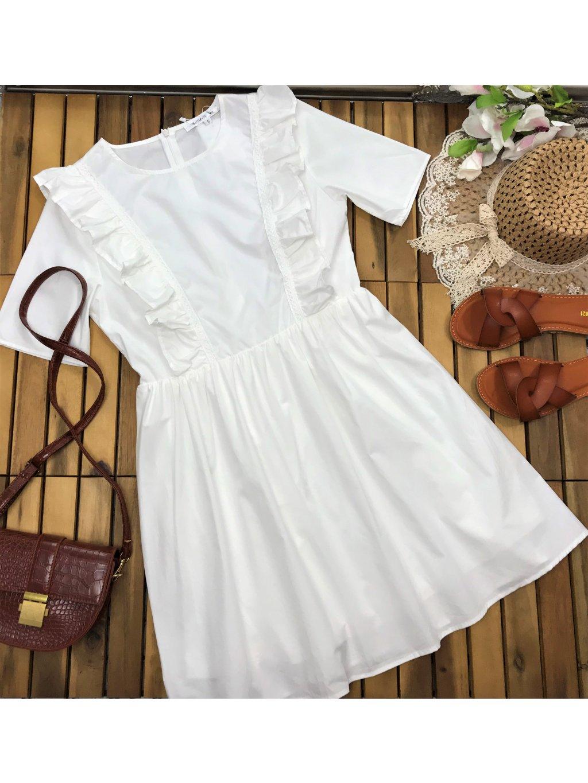 biele bavlnené šaty s volánmi