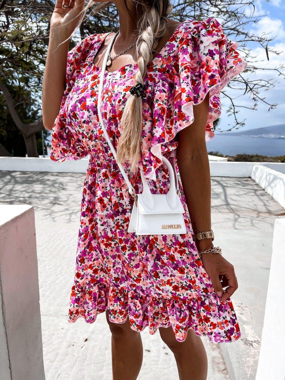 kvetinové šaty s volánmi