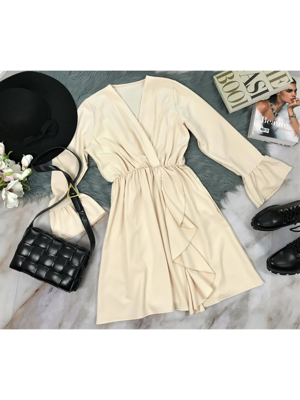 krémové šaty