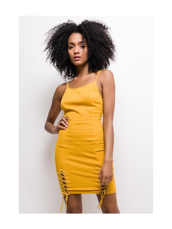 žlté šaty na ramienka