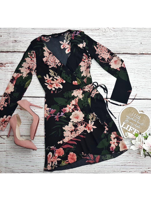 čierne kvetované šaty