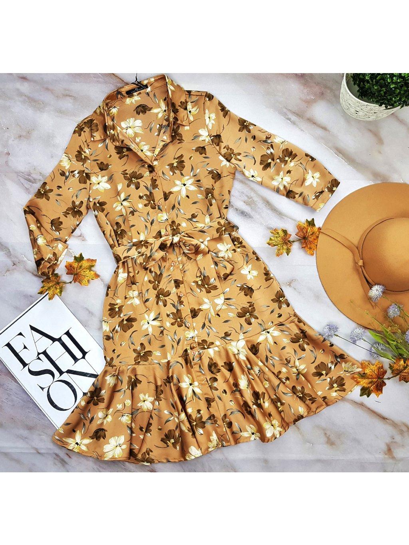 saténové šaty s kvetmi