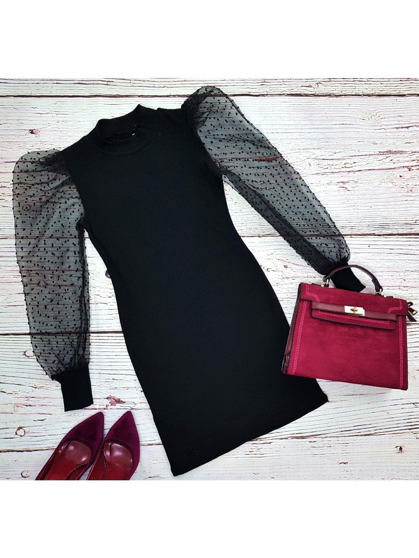 čierne šaty s transparentnými rukávmi