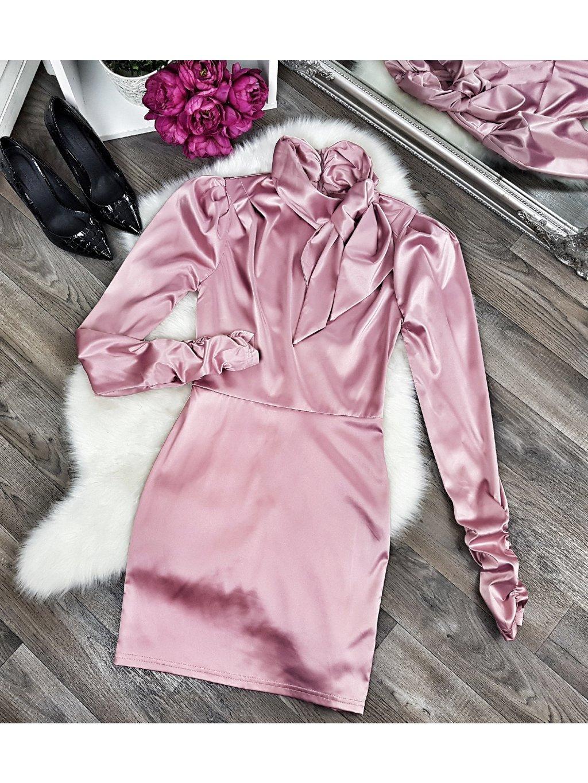 ružové saténové šaty