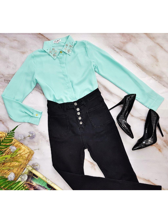 čierne nohavice s vyoským pásom
