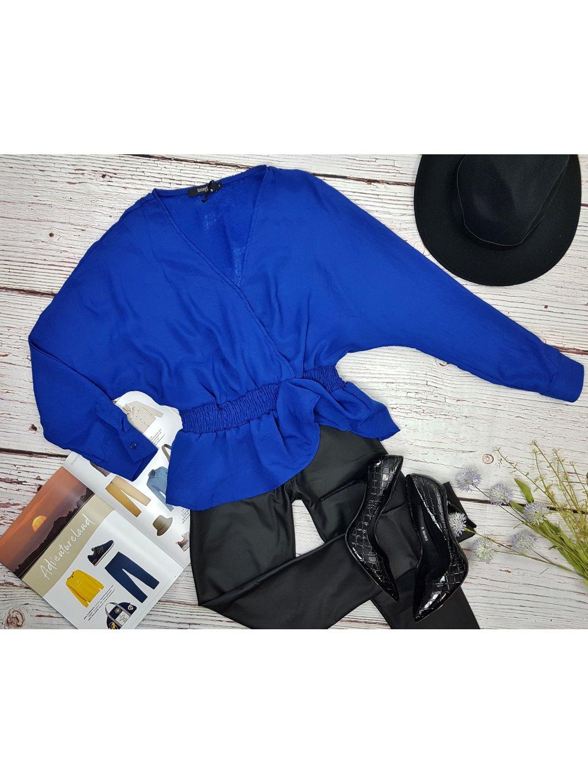 modrá blúzka