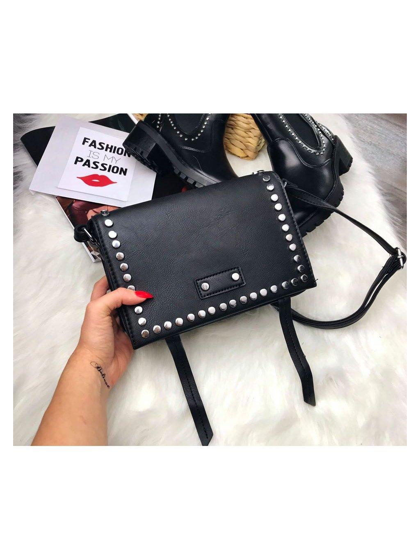vybíjaná čierna kabelka s cvokmi