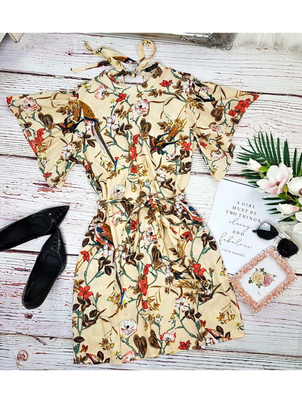 šaty s vtákmi a kvetmi