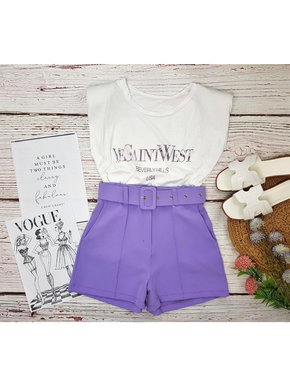 fialové šortky s vysokým pásom