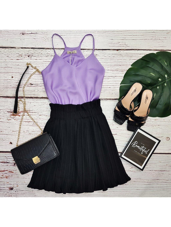 čierna krátka plisovaná sukňa