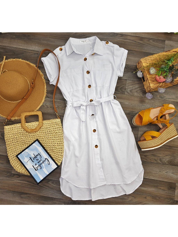 biele šaty na gombíky v safari štýle