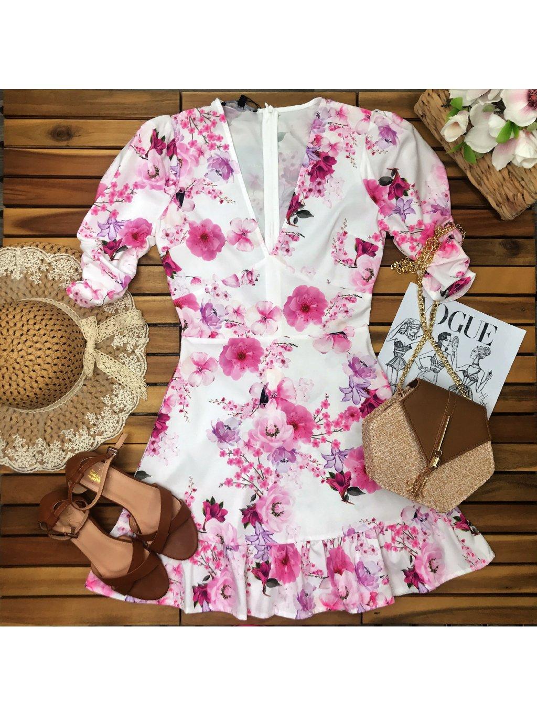 biele kvetované šaty